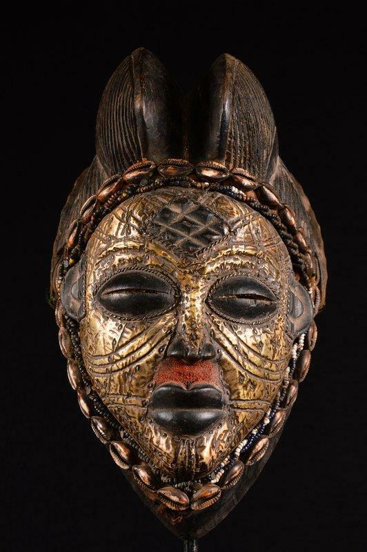 12240 An Old African Punu Mask Gabon