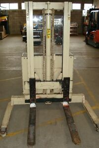 CROWN WALKIE STRADDLE STACKER - 3 STAGE