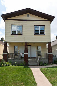 HIP & UPDATED UPPER 1 BEDROOM WITH GORGEOUS BACKYARD