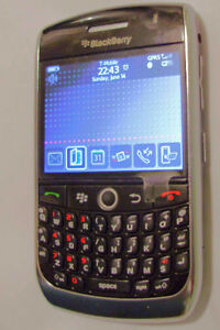 TRES BONNE CONDITION UNLOCKED BLACKBERRY CURVE 8900 ($40).......