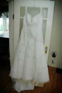 Wedding Gown Size 16 with matching veil $75 obo