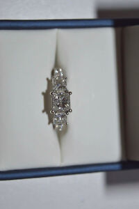184kt White gold engagement and wedding ring set