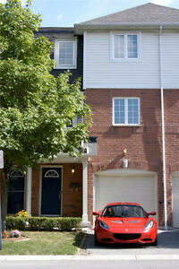 TOWNHOUSE IN DESIRED BAYVIEW BY THE BOTANICAL GARDEN  Burlington