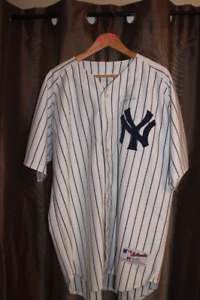 Derek Jeter Authograph NY Yankee jersey