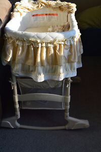 BASSINET !! 4 in 1 convertible bassinet from Simplicity