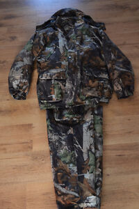 Brand new Mossy Oak Camouflage Hunting jacket and pants Cornwall Ontario image 2