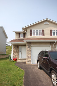 Lovely 3 bedroom, 1.5 bath townhome minutes to CFB Petawawa