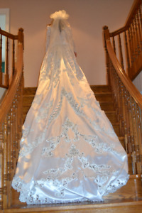 Immaculate White Satin Wedding Dress and Headpiece
