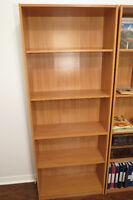 bibliothèque de couleur chêne
