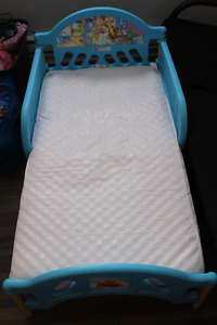 WINNIE THE POOH TODDLER BED WITH MATTRESS / LIT WINNIE THE POOH