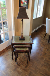 3 stacking tables & table lamp