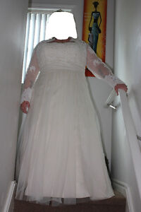 Beautiful Wedding Dress and Accessories - Rings London Ontario image 3
