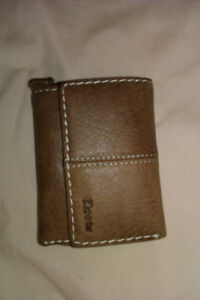 Roots Wallet: Small Trifold Clutch