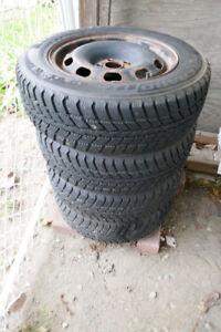 4 Winter tires w rims / Pneus d'hiver a jantes 195/65R15
