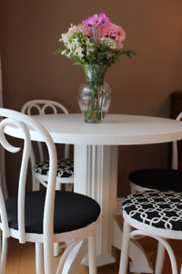 Fresh, French-Style Bistro Table