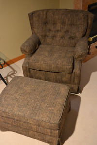 Set of rocking chair and chair with ottomon