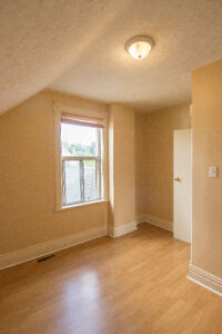 Room for rent for students- 500$ Peterborough Peterborough Area image 3