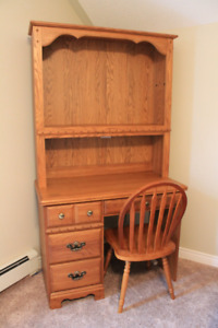 Oak Palliser Desk with Hutch and Chair