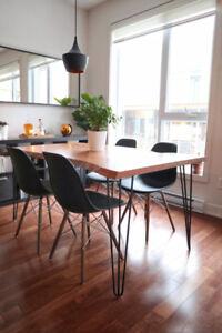 4 chaises Eiffel noires //  4 black Eiffel chairs