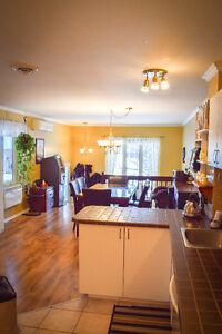 Superbe condo style jumelé situé dans un des quartiers privés Saguenay Saguenay-Lac-Saint-Jean image 3
