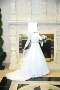 Size 6-8 Wedding dress for sale