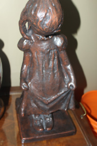 AUSTIN PRODUCTIONS CERAMIC  LITTLE GIRL IN MOMMY'S SHOES