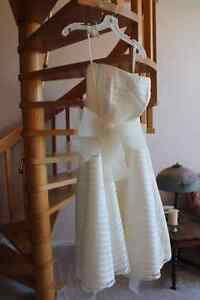 4 wedding dresses size 18-20 plus shoes, jewllery; accessories