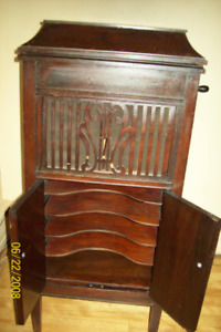 Antique  Grammaphone  floor Model