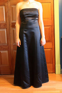 Belle robe de bal noir en satin, sans bretelle
