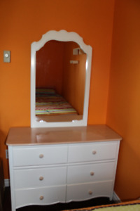 4-piece Juvenile Bedroom Furniture