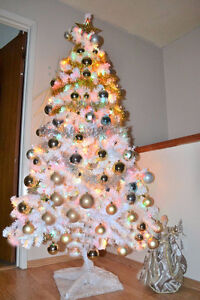 White 7.5 feet Christmas tree (Very Good Condition)