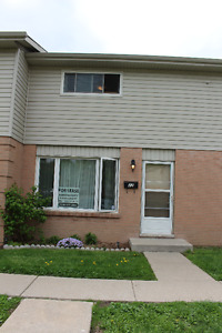Fully Renovated 3 Bdr townhouse! Great location! August 1!