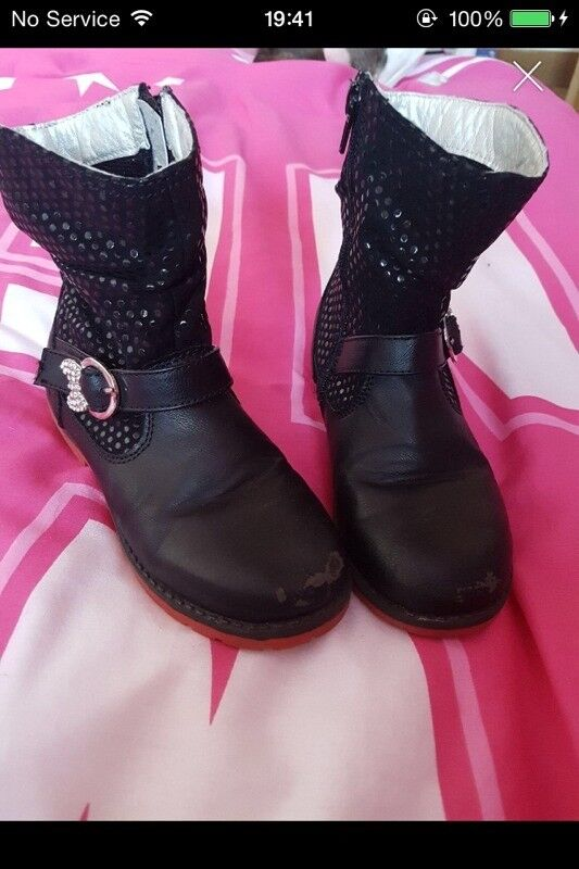CHILDS SIZE 1 BLACK SEQUINNED MINNIE MOUSE BOOTS
