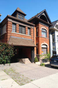 SPECTACULAR LOCATION AT 242 JAMES ST S, APARTMENT WITH 6 ROOMS !