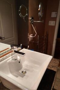 Lavabo et robinet de salle de bain