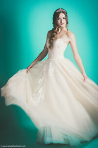 Selling beautiful new wedding gown size small