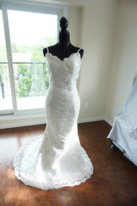 Ivory coloured Low back Lace Trumpet style Wedding dress