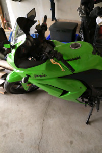 08 Kawasaki Ninja 250R 14K KM lots of add ons