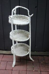 !920's Wicker plant stand