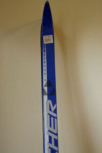 Waxless skis