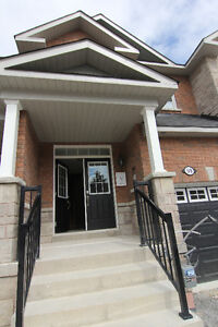 New Large Townhouse in Sutton, easy HWY 404 access