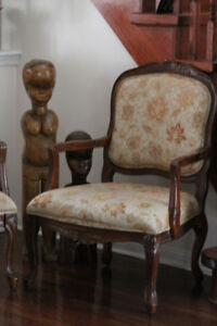 QUEEN ANNE ACCENT CHAIRS SET