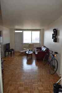 MUST SEE 4 1/2 Montreal Apartment DOWNTOWN