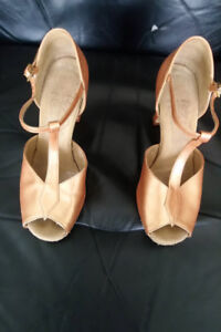 Size 7 2.5 in So Fine Dance shoes