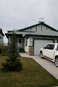 Well maintained Airdrie Duplex
