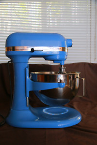 Kitchen Aid Deluxe 5 Edition with brand new 3 quart bowl & whip