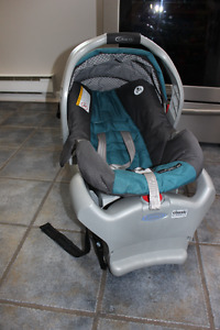 Graco Snugride Infant Car Seat with extra base, cover