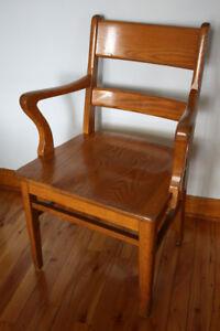 Chaise-fauteuil vintage 450-774-8483 Offre raisonnable acceptée!