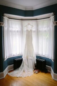 Essence of Australia Wedding Dress (Lace)