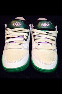Women's Nike size 6 shoes NEW